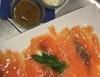 Photo Salmon marinado en casa con tres salsas  - A Banda Restaurante