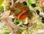 Photo Ensalada mediterranea con ventresca de atun, cebolla  fresca, escalivada y tomate fresco - A Banda Restaurante